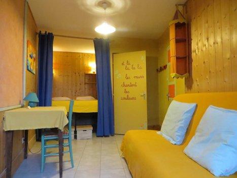 Chambre double + canapé-lit d`appoint, avec salle de bain